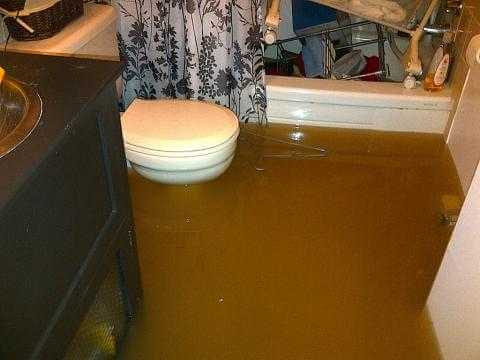 Water damage cleanup in Oakland County